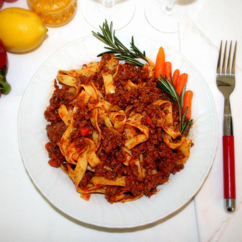 Tagliatelle al rag di carne teglia da 1 5 kg for Cucinare 1 kg di pasta