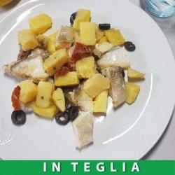 Merluzzo con Patate, Olive e Pomodori Secchi teglia da 1,5 kg.